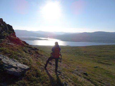 Hele veien under turen til Digerkampen er det utsikt mot Fundin/Unndalsvatnet