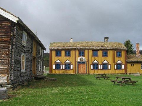 Oddentunet i Narjordet i Os er en kulturskatt med godt bevarte dekorasjoner fra tidlig på 1800-tallet.  Foto: Anno Musea i Nord-Østerdalen