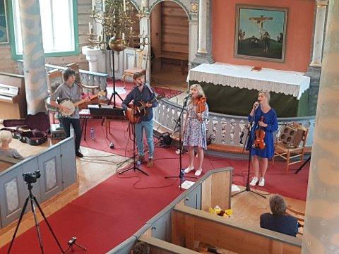 KONSERT: Kvartetten Lars, Kjersti og Rønnaug Tingelstad og Oddbjørn Austevik vartet opp i Tolga kirke og markerte at Olsok i Tolga er i gang.