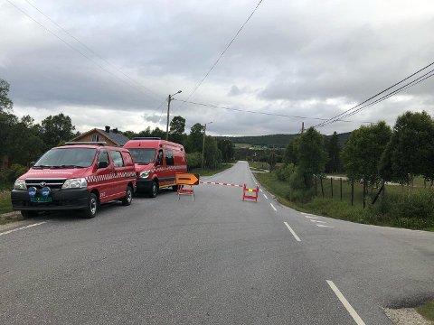 ULYKKE: Dødsulykken i Folldal har skjedd på fylkesveg 29, en kilometer vest for Krokhaug, opplyser politiet. Det er skiltet omkjøring i området. Foto: Tonje Hovensjø Løkken