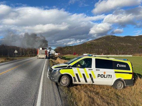 Mandag 4.oktober begynte det å brenne i en lastebil nord for Kvikneskogen. Først i dag skal vogntoget berges og det vil være manuell dirigering av trafikken.