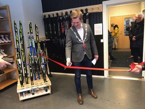 Varaordfører og nå fungerende ordfører, Christian Elgaaen, stod for den offisielle åpningen av sentralen. Foto: Røros kommune