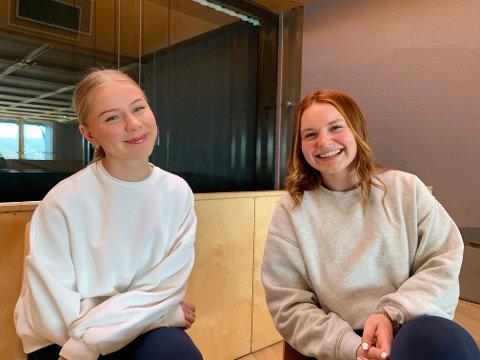"""Snart klare: Øvingene er i full gang, og revysjefene for """"Coronavirus(s)"""", Npr Brean Almås (t.v.) og Nora Hunter Drøyvollsmo, gleder seg til å kunne vise fram revyen de har satt sammen."""