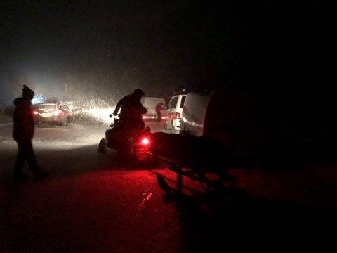 LETEKASJON: Leteaksjonen etter den savnede skiløperen pågår med full styrke i 23.30-tiden lørdag kveld.