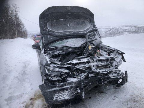 Store skader på de involverte kjøretøyene.