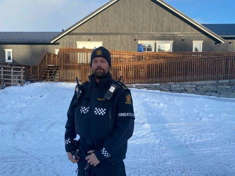 SØK: Politiførstebetjent Hans Petter Eidsvaag er innsatsleder på stedet.