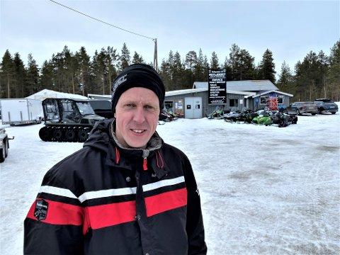 OPPGITT OVER KOMMUNEN: – I realiteten er Engerdal kommune nå uten snøscooterløyper, sier Ståle Sømåen i Engerdal.  Leder i snøscooterforeningen, Kristian Hanssen anklager kommunen for uprofesjonalitet som førte til at Statsforvalteren opphevet fjorårets vedtak om scooterløyper i Engerdal.