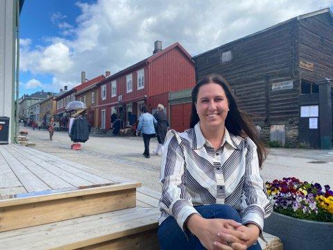 INVITERER: Røros handelsstand samarbeider med Bondens Marked for å skape en hyggelig lørdag i Røros sentrum, forteller handelstandsleder Rikke Lolk Norvik.