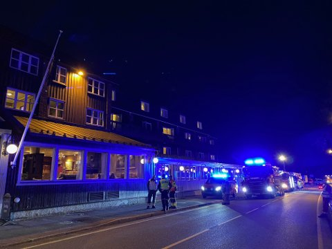 Nødetater utenfor Bergstadens Hotel torsdag kveld.