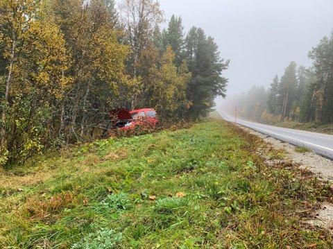 En bil endte i grøfta i Gullikstadbakken nord for Røros natt til torsdag.