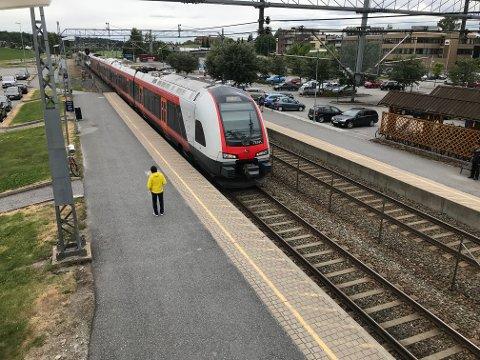 TRENGER PLASS: Jernbanedirektoratet har bestilt oppstillingsplass til 55 tog land Øsfoldbanen syd for Ski stasjon.