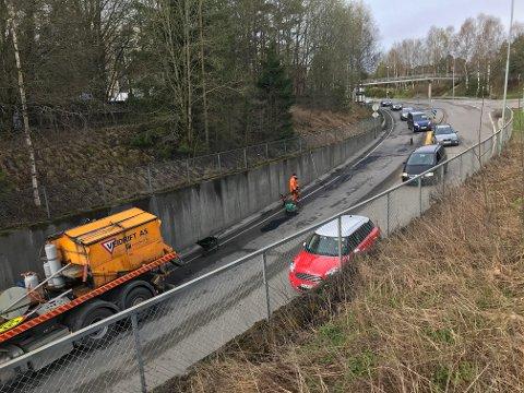 NY RUNDKJØRING: Kommunestyret har vedtatt at Raveien skal forlenges ned i krysset Fv 152/Brekkeveien ved Esso, som skal bygges om til rundkjøring. Arne Ellingsberg mener det er en dårlig avgjørelse.
