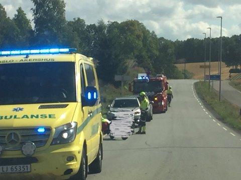 En ung kvinnelig motorsykklist fra Drøbak veltet etter å ha fått skrens på motorsykkelen da hun øvelseskjørte med faren sin. Ulykken skjedde like ved klommestein rett ved kommunegrensa mot Drøbak.