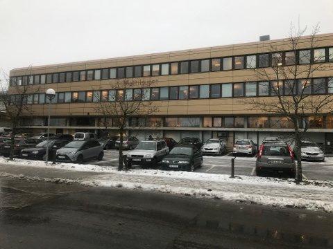 SOLGT: Moerveien 12 i Ås sentrum ble lagt ut for salg før jul med en prisantydning på 38 millioner kr. Salgssummen ble enda høyere.