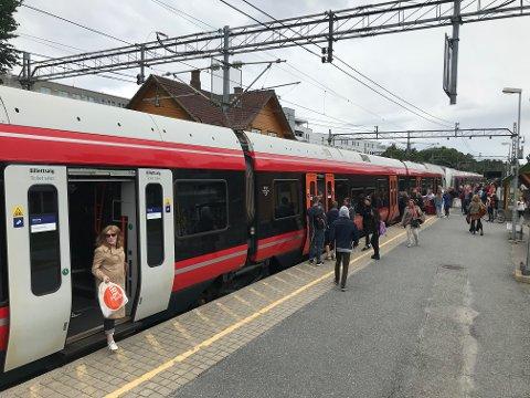 LOVER ÅPNING : Bane NOR lover at togtrafikken skal gå i begge retninger fra Ås stasjon fra mandag 31. august.