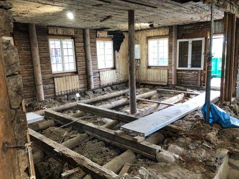 OMFATTENDE: Arbeidet med restaureringen av grendehuset er omfattende og tidkrevende.