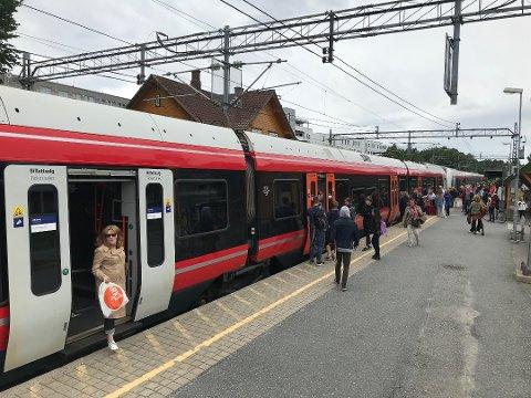 BUSS FOR TOG: Det settes opp buss for tog i helgen.