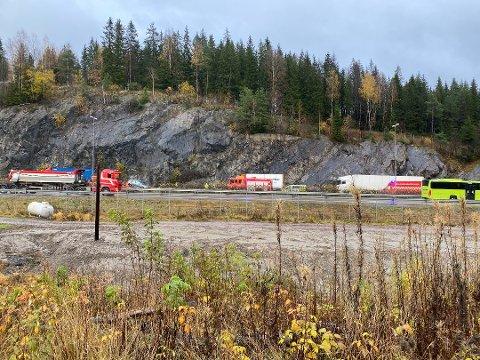 HER HAR DET SMELT: Det har vært en trafikkulykke på Vinterbrosletta tirsdag formiddag.