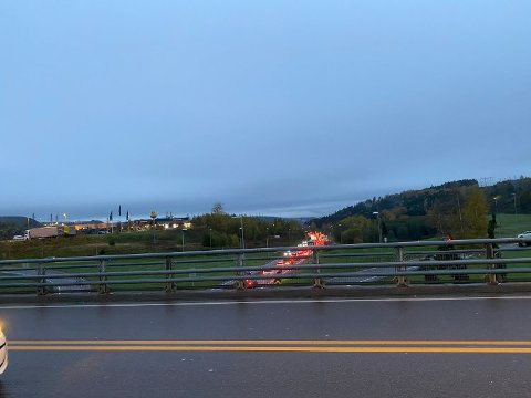 ULYKKE: Det var kø på E18 i retning Vinterbro torsdag morgen.