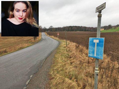 RASER MOT RÅKJØRER: Anita Øverås var på tur  med barnevogn med en baby på tre måneder på denne veien i Ås, da hun møtte på en  råkjører.