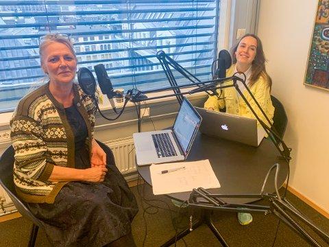 LAGET PODKASTSERIE: Une Bratberg (t.v.) og Ruth Einervoll Nilsen har laget podkastserie om de kristen vegerne i USA – som har mer makt enn man skulle tro.