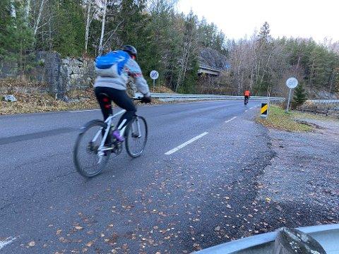 BARE 60?: Statens vegvesen mener det er lettere for trafikantene å forholde seg til 60-grense på hele strekningen. Skjer det, forsvinner disse skiltene.