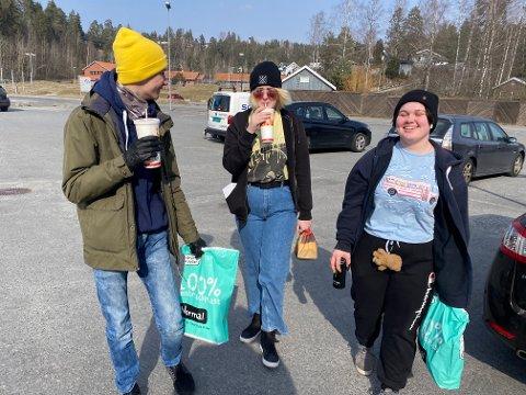 LANGFRI: Henrik Bjørnsrud, Aurora Kongsten og Thea Hestø Sneis har tatt turen innom Burger King i lunsjen.