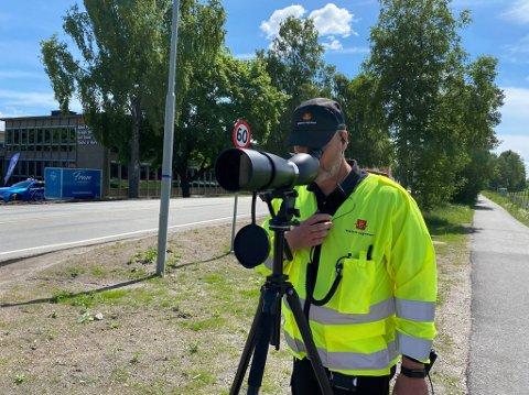 BILBELTE: Mange ble stanset uten bilbelte under kontrollen i Kongeveien på Sofiemyr torsdag, forteller Vidar Samuelsen i Statens vegvesen.