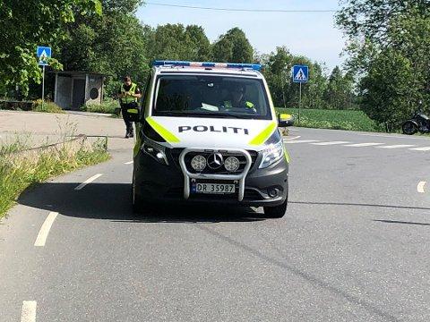 VITNER: Politiet snakket med vitner på stedet.