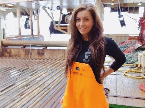 FISKER: Lisa Oseberg Haugen (27) er yrkesfisker, og jobber på en fabrikktråler ute i Barentshavet.