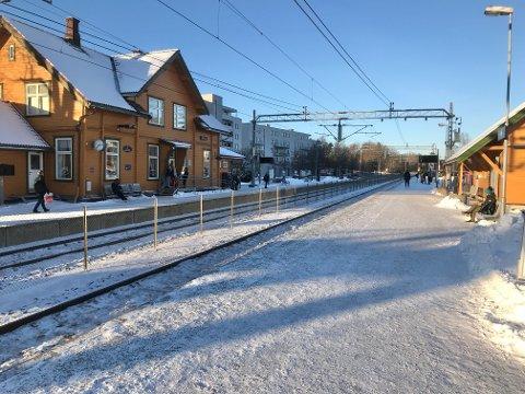 STENGT SIDEN TORSDAG: Trafikken er i gang igjen på Østfoldbanen.