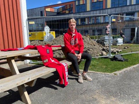 FORNØYD: Russepresident Andreas Linnebo (18) ved Ås videregående skole er glad for at muntlig eksamen avlyses. - Avgangselevene opplever at det er store nivåforskjeller i klassene, sier Linnebo.