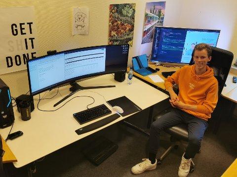 TREKKER SEG: Daniel Martinsen (17) har valgt å trekke seg som leder fro Elevorganisasjonen i Viken. Nå skal han konsentrere seg om gründerdrømmen, webutvikling og skolearbeid.