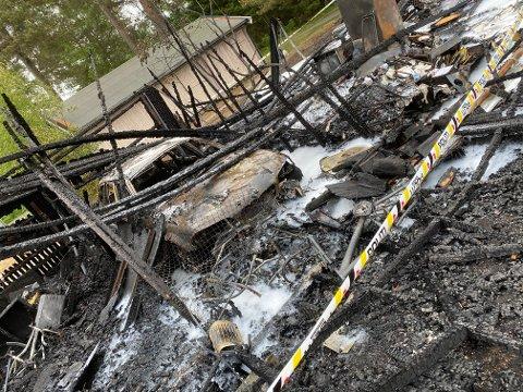 LITE IGJEN: Alt i garasjen til Hege Karlsen er tapt etter nattens brann.