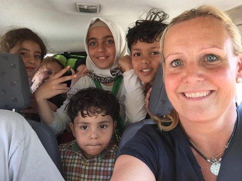 pÅ LESVOS: Trude tilbragte fire dager i Hellas der hun blant annet kjørte flyktninger et lite stykke på vei mot deres neste mål.