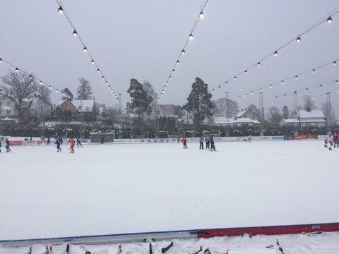 """SNØVÆR: Snøen laver ned over """"Plassen"""". FOTO: TOR BJØRNAR HOLMLUND"""