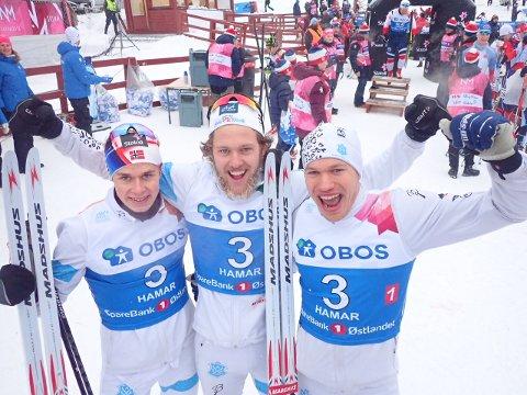 HOPPENDE GLADE: Disse tre løperne fra Asker Skilkubb tok bronse på stafetten i NM søndag. Fra venstre: Harald Østberg Amundsen, Erland Kvisle og Erlend Nydal.