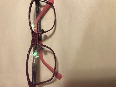 MISTET: Disse barnebrillene ble funnet ved Haga golfbane 11.2.
