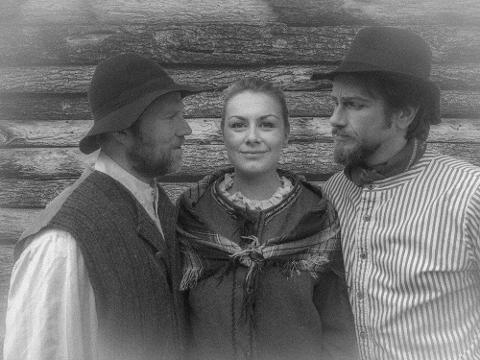 """Erik Wenberg Jacobsen, Sigrid Vetleseter Bøe og Esben Bråten spiller de tre rollene i """"Stjernestøv""""."""
