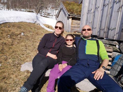 Lena Johansen og Tom Johnny Tinmannsvik er glade i Innerdalen og tar gjerne en tur dit. Vilma Tinmannsvik fra Buvik syntes det var kjekt å være med.