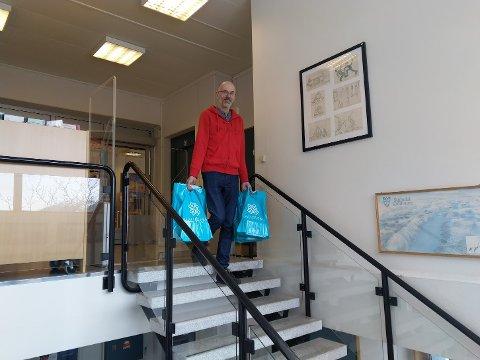 Biblioteksjef Claus Christian Hansen står til tjeneste.