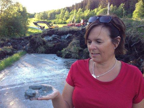Kvikkleire: Sommeren 2013 ble hovedveien gjennom Ålvundfjorden sperret av masseutglidninger i Levikbukta. Wenche Andersson kan konstatere at kvikkleire er årsaken til skredet.
