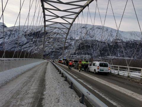 Trafikkulykke: Nødetatene rykket tirsdag ettermiddag ut etter å ha fått melding om en trafikkulykke på Driva bru.