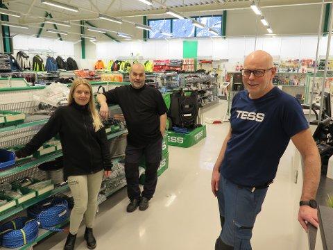 Trives i nytt bygg: Grønt på alle vis, sier de tre ansatte ved TESS, Carina Bøen Bergland, Per Eivind Polden og Åge Gregersen.