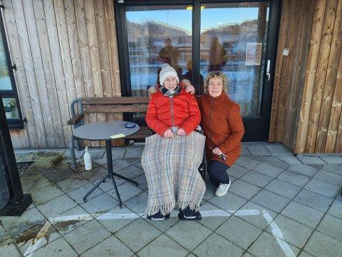 GLEMT: Klara Nærheim (98) og Heidi Hansine Wika Vinnes (61) reagerer etter at førstnevnte ble etterlatt ute i kulden utenfor omsorgssenteret to ganger på få dager.