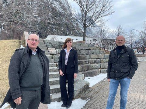 Ordfører Ståle Refstie, kommunedirektør Randi Dyrnes og kommuneoverlege Svein Anders Grimstad i kommunens kriseledelse.