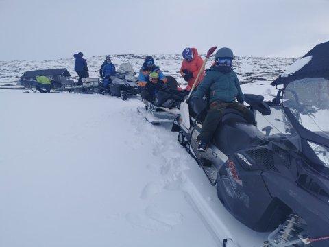 På tur hjem: Familien Vike på tur hjem fra Aursjøen etter påske. Foto: Terje Erstad.