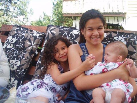 Søstre: Sissi sammen med søstrene Savannah og Sydney. (Privat bilde)