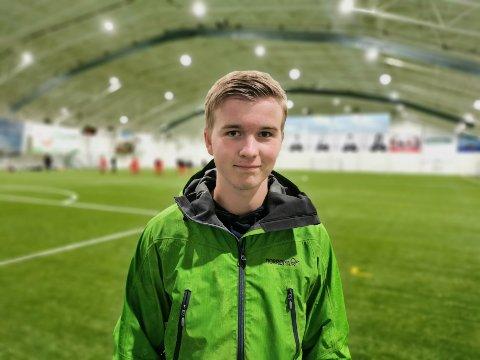 Fotballdommer: Birger Brevik starta som fotballdommer som 16-åring. I fotballkretsen er det for få dommere, og Birger ønsker at flere melder seg til kurs for å lære fotballdømming.