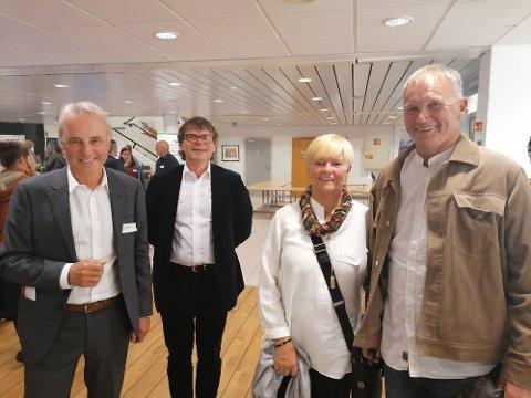 God stemning: Kveldens konferansier Per Helge Malvik, fabrikksjef Roar Ørsund, Gerd Stolsmo og Stein Erik Hegerberg var med å sørge for god stemning og løs snipp kvelden før Miljøkonferansen.
